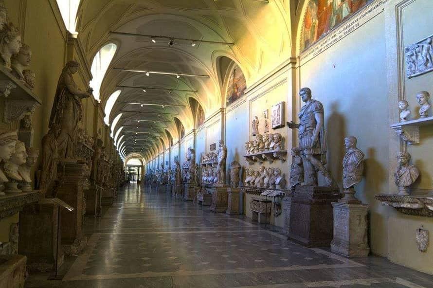 Галерея статуй в Бельведерском дворце - фото