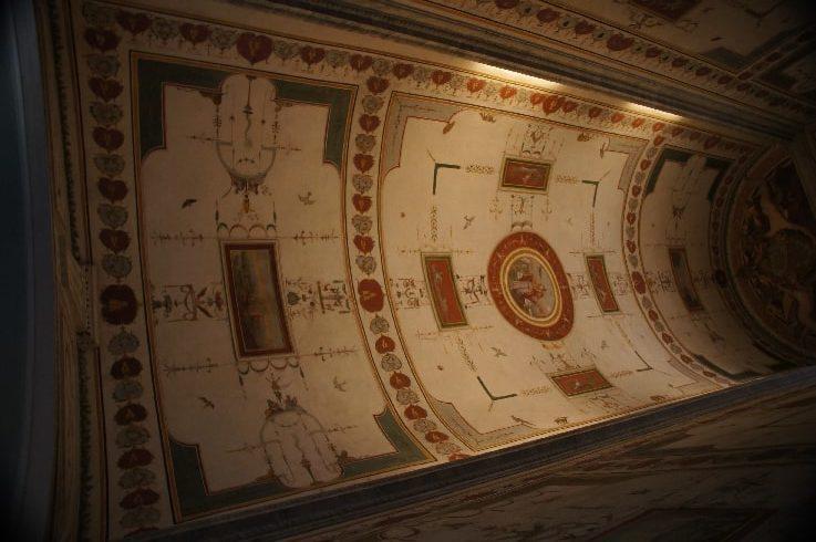 Роспись стен капеллы Бельведерского дворца в Ватикане - фото
