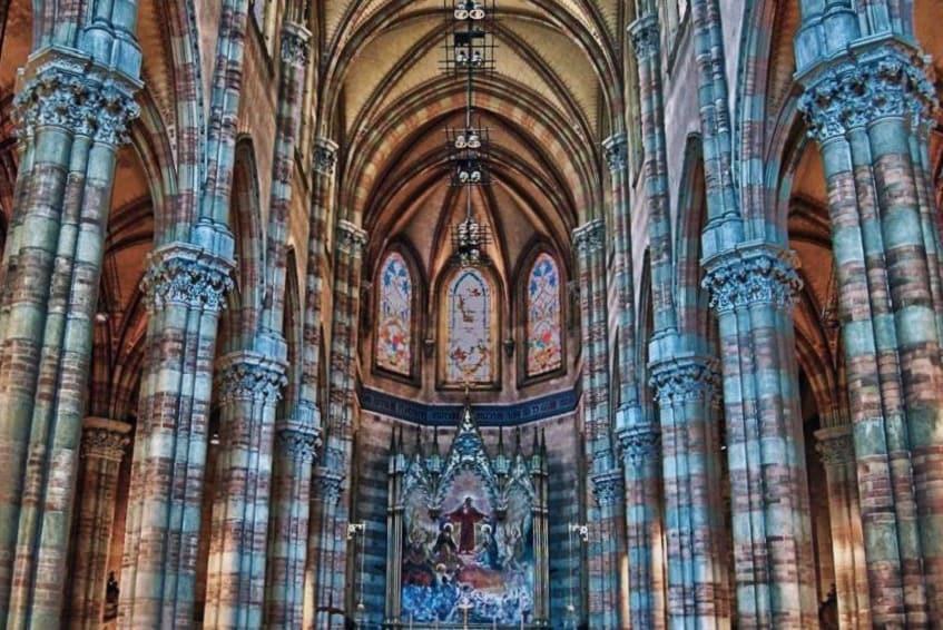 В церкви Святого Сердца Мученика - фото