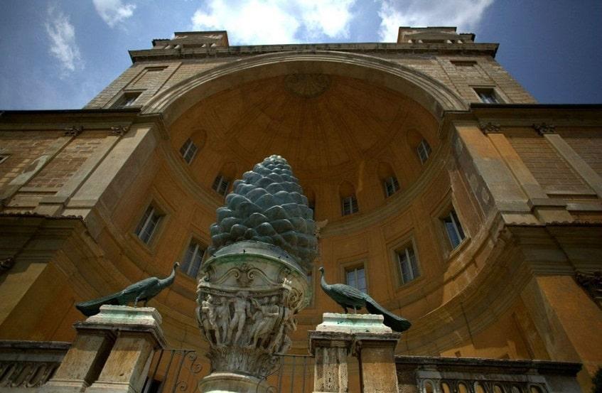Двор Сосновой шишки - фото