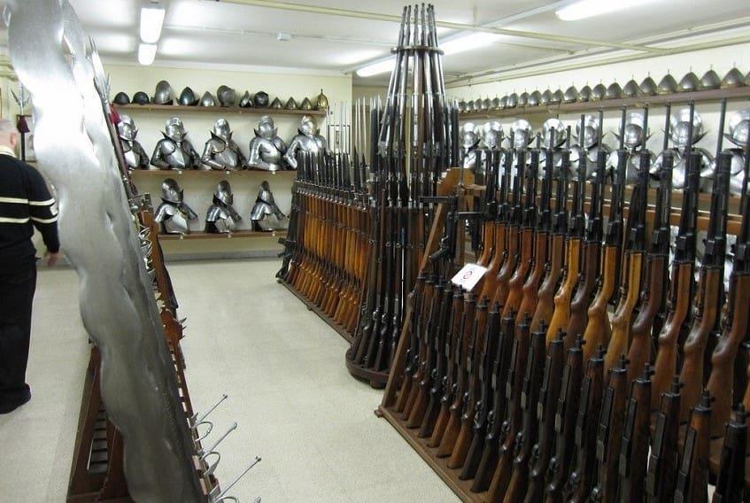 Оружейная комната Швейцарской гвардии - фото