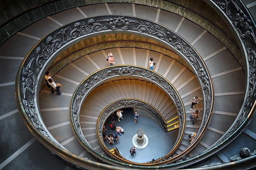 Современная лестница Джузеппе Момо - фото
