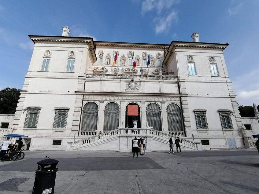 Главный фасад здания галереи Боргезе - фото
