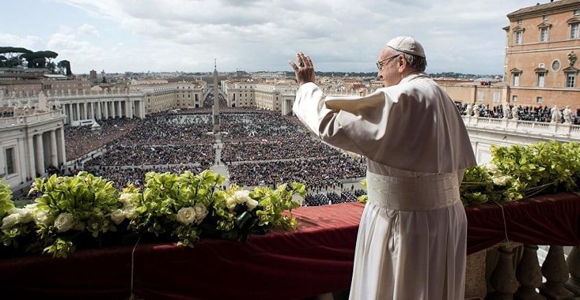 Обращение Папы Римского к верующим - фото