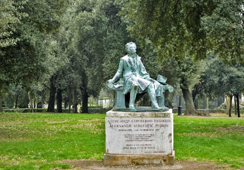Памятники на территории парка «Вилла Боргезе» русскому поэту Александру Пушкину - фото