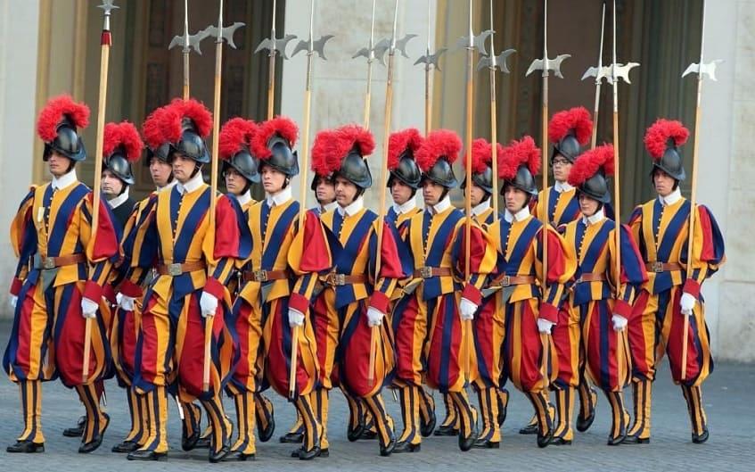 Швейцарские гвардейцы - фото