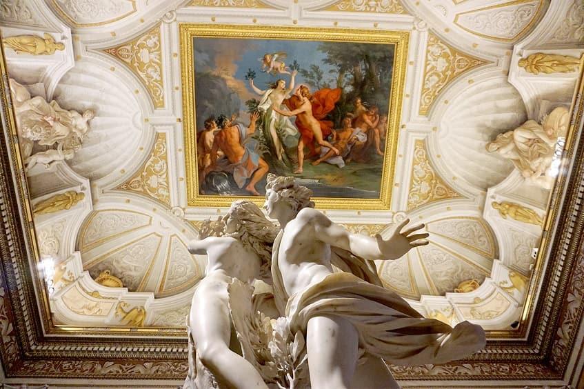 Скульптура Аполлона и Дафны - фото