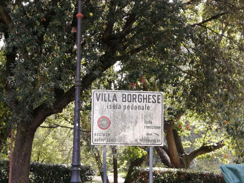 Знак пешеходной зоны в вилле Боргезе - фото