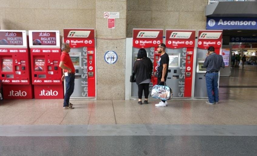 Автоматы для покупки билетов - фото