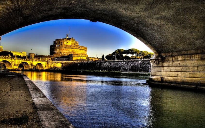 Красивый вид на замок - фото