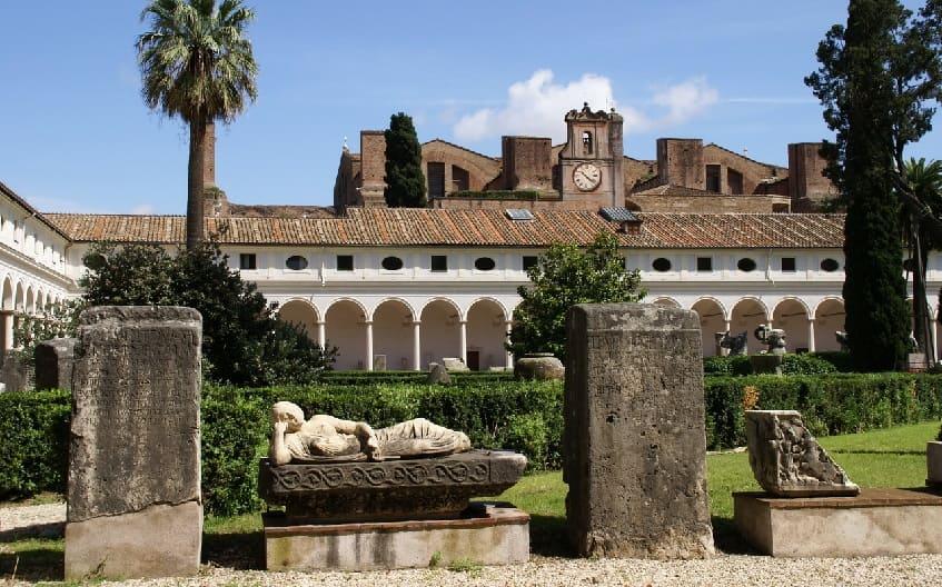 Национальный музей Рима рядом с вокзалом - фото