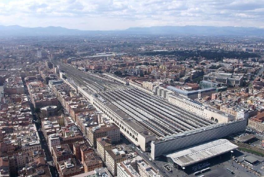 Вид вокзала сверху - фото