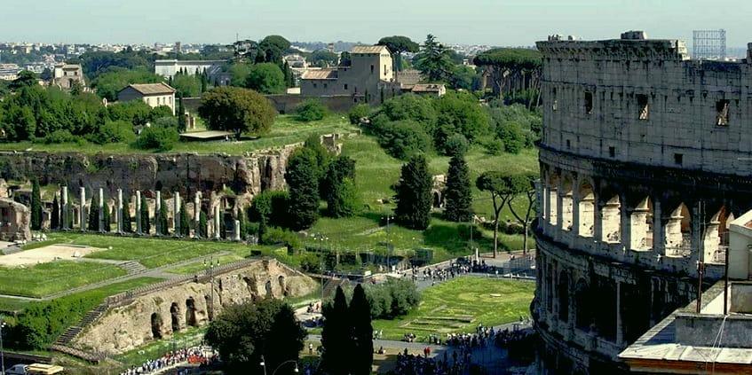 Руины терм рядом с Колизеем - фото