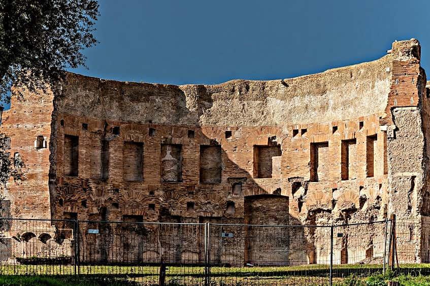 Руины терм Траяна - фото