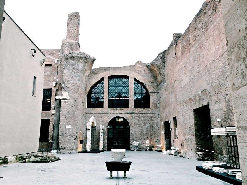 Вход в музей терм Диоклетиана - фото