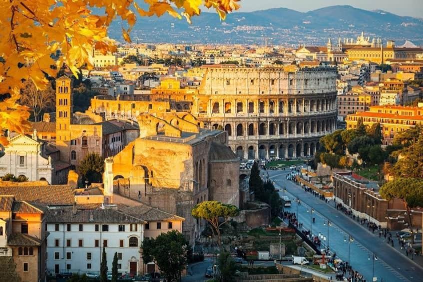 Вид на главную достопримечательность Вечного города - фото