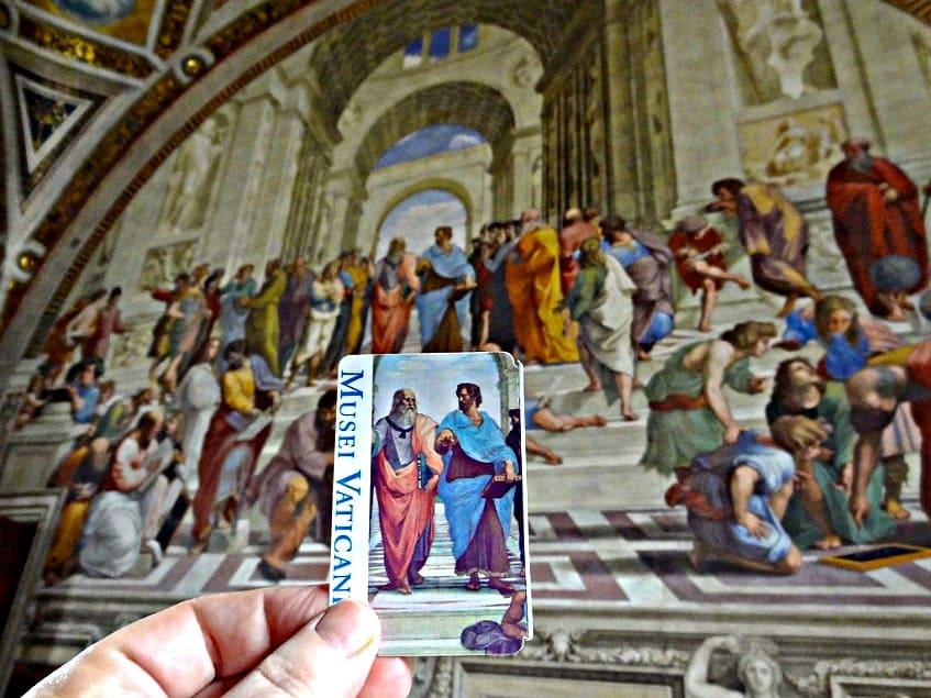 Билет на фоне знаменитой фрески Рафаэля «Афинская школа» - фото