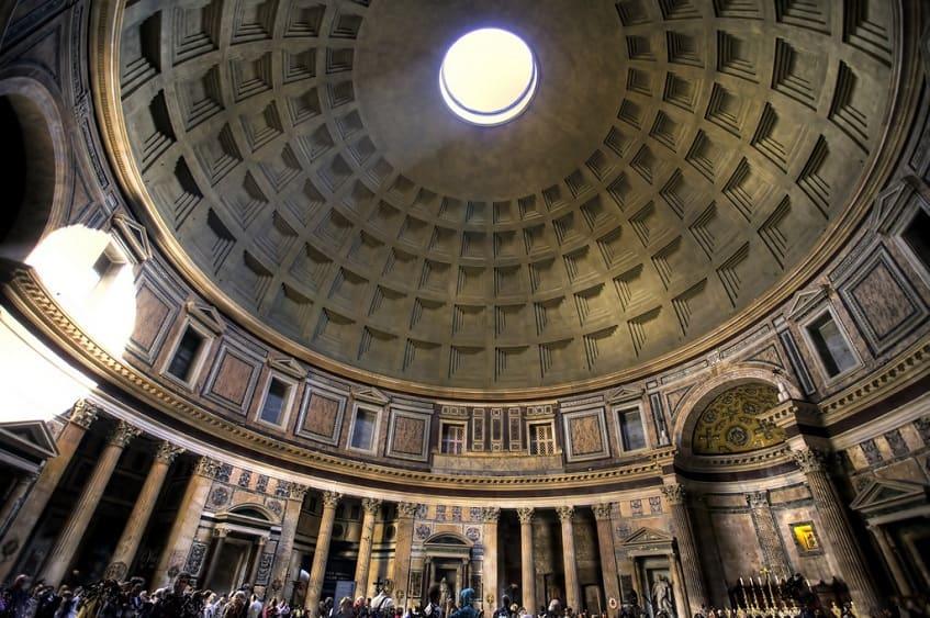 Купол величественного храма - фото