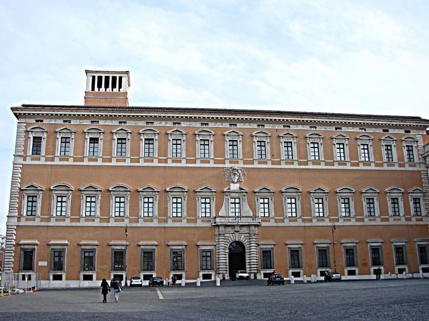 Латеранский дворец в Риме - фото