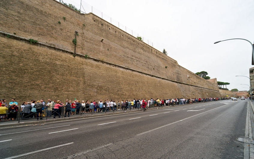 Огромные очереди в Ватиканские музеи