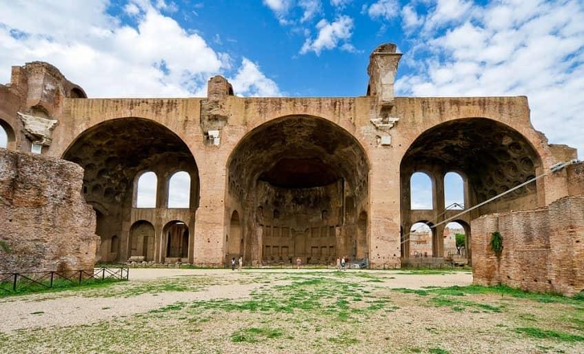Базилика Максенция и Константина - фото