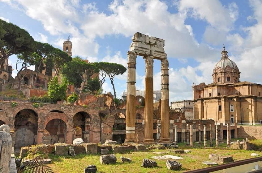 Храм Цезаря - фото
