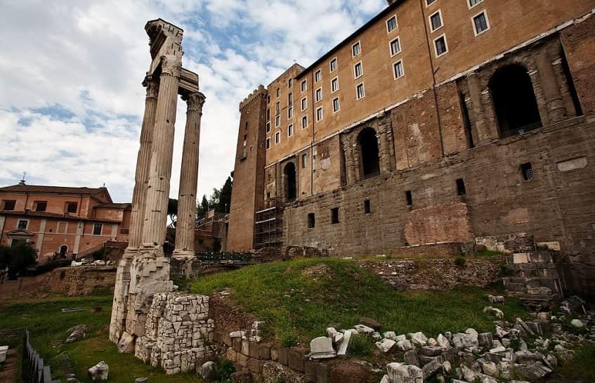 Храм Веспасиана и Тита - фото