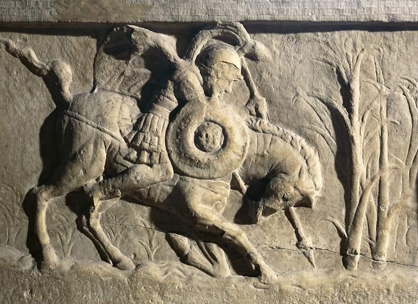 Маркус Курций с верным конём - фото