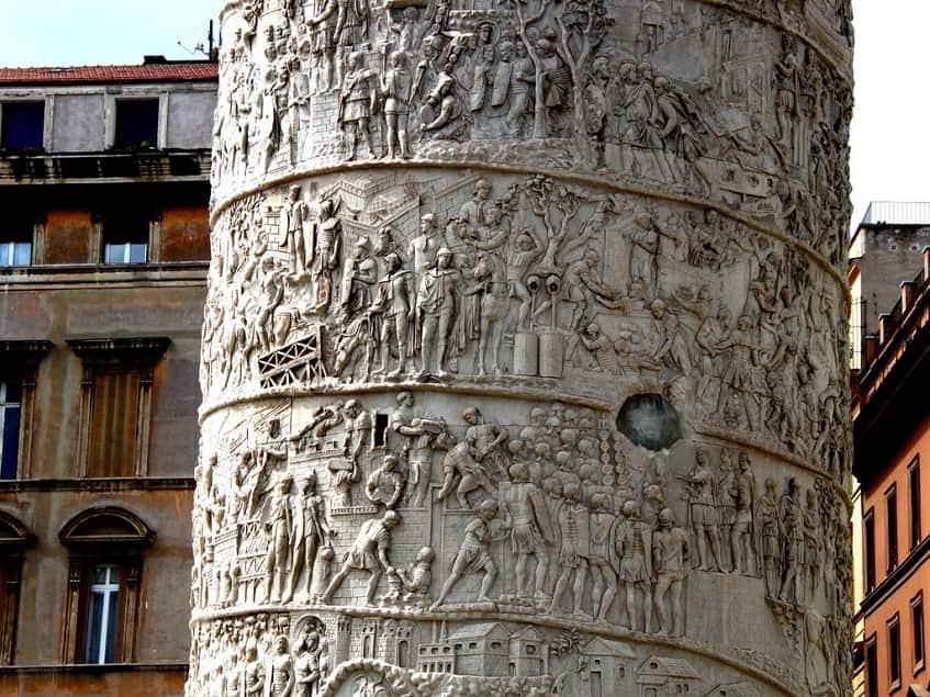 Древние барельефы - фото